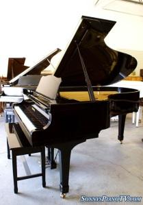 Yamaha Ebony Grand Piano