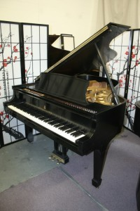 Steinway Grand Piano Model L  5'10.5' 1966