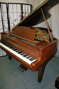 Yamaha G2 Grand Piano 5'8' 1970 Low mileage, one owner, excellent