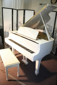 "White Gloss Yamaha Grand Piano G1 5'3"" 1992 with Disklavier 5'3'"